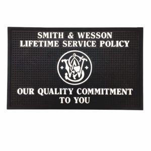 s&w-smith-and-wesson-gummiauflage-reinigungsunterlage-smith-wesson-fanartikel-revolver-zubehör-ammo-depot-waffenshop
